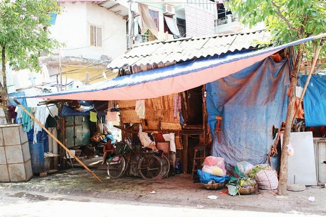 Xóm trọ nghèo ở gần chợ Long Biên.