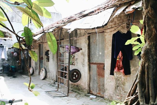 Phòng trọ ổ chuột hầm hập trong cái nóng thiêu đốt đến 40 độ C ở Hà Nội ảnh 6