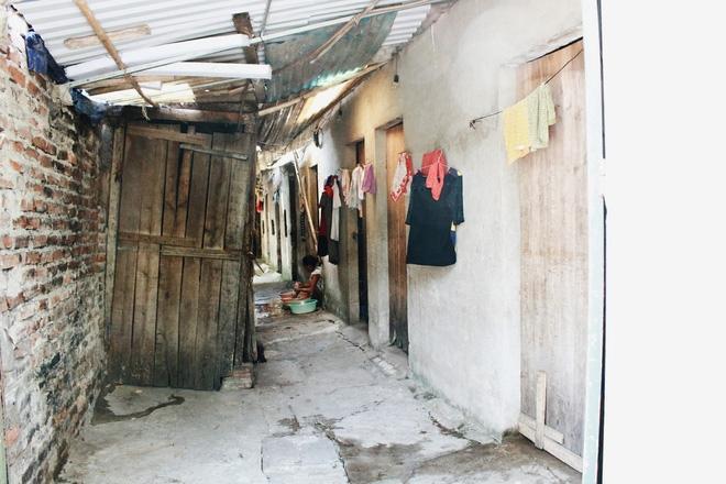 Phòng trọ ổ chuột hầm hập trong cái nóng thiêu đốt đến 40 độ C ở Hà Nội ảnh 7