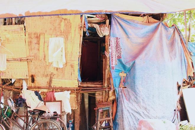 Đây là túp lều người lao động nghèo trú ngụ giữa trời nắng nóng 45 độ C.