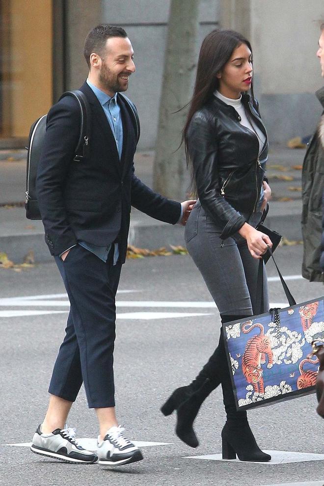 Hành động thân mật của Georgina với người đàn ông khác sẽ khiến Ronaldo nóng mắt.