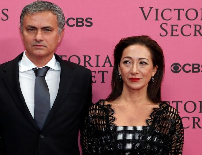 Mourinho nghiên cứu triết học để trò chuyện với vợ.