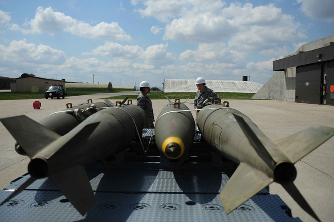 Bom Mk 84 ở một căn cứ của Mỹ.
