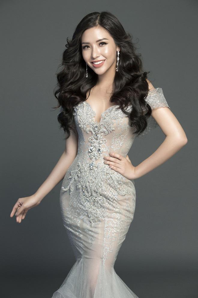 Khánh Phương sinh năm 1995 tại Nha Trang, cô đạt danh hiệu á hậu 2 cuộc thi Hoa hậu Biển Việt Nam năm 2016.
