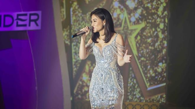 Trong khi đó, Thu Minh lại khiến cả khán phòng nổi da gà với những quãng giọng cao, khoẻ khi thể hiện hai ca khúc All By Myself và Queen of The Night.