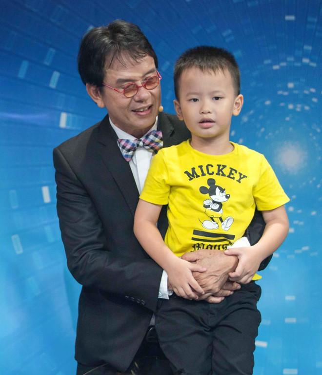Nhạc sĩ Đức Huy và con trai Vinh Sơn.