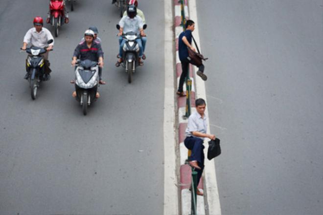 Người đi bộ sai luật có thể bị phạt tù đến 15 năm.