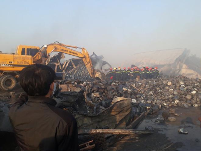 Khung cảnh tan hoang của nhà máy sản xuất bánh kẹo sau vụ cháy lớn.