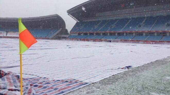 Tuyết rơi rất nhiều bên trong Sân vận động (Ảnh: VTV)