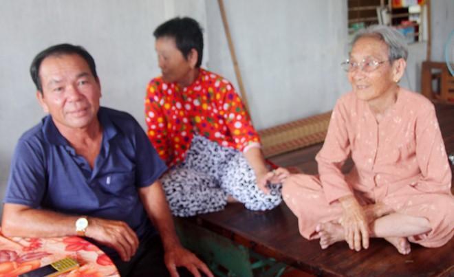 Ông Chóng về nhà sau 33 năm được cho là hi sinh ở Campuchia. Ảnh:Nhật Tân.