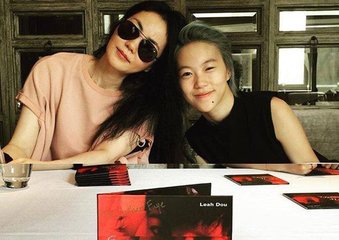Vương Phi cùng với con gái Đậu Tĩnh Đồng.