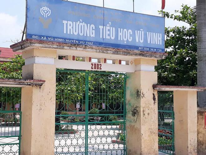Trường học nơi xảy ra việc em Tuấn bị cô giáo đánh bầm tím tay. Ảnh: Tùng Chi.