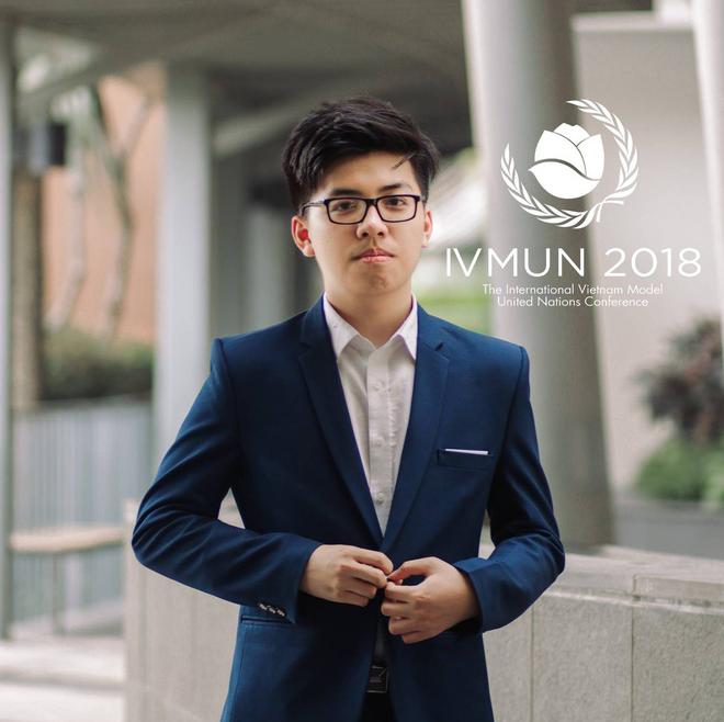 Lê Mạnh Linh, nam sinh lớp 12 Anh1, trường THPT chuyên Hà Nội-Amsterdam vừa xuất sắc trúng tuyển 3 trường danh giá ở Mỹ.