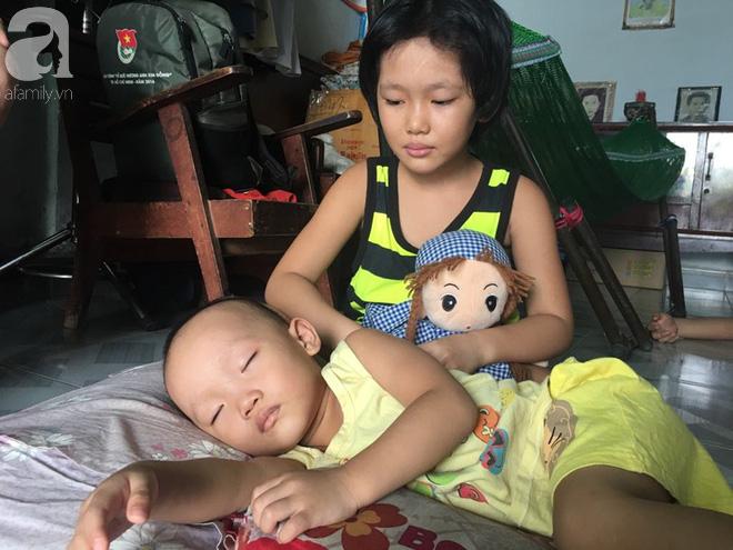 Ngoài Minh Thư, ở với ngoại Tâm còn được chơi với một đứa em khác.