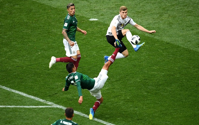 Đội tuyển Đức gặp rất nhiều bế tắc trước hàng phòng ngự Mexico. Ảnh: Fifa.com.