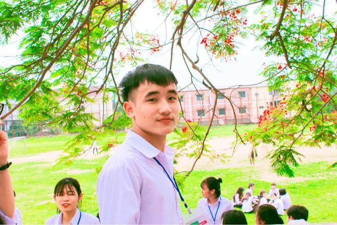 Say mê làm bài trong 8 trang giấy giúp nam sinh Phú Thọ đạt thủ khoa môn Ngữ văn.