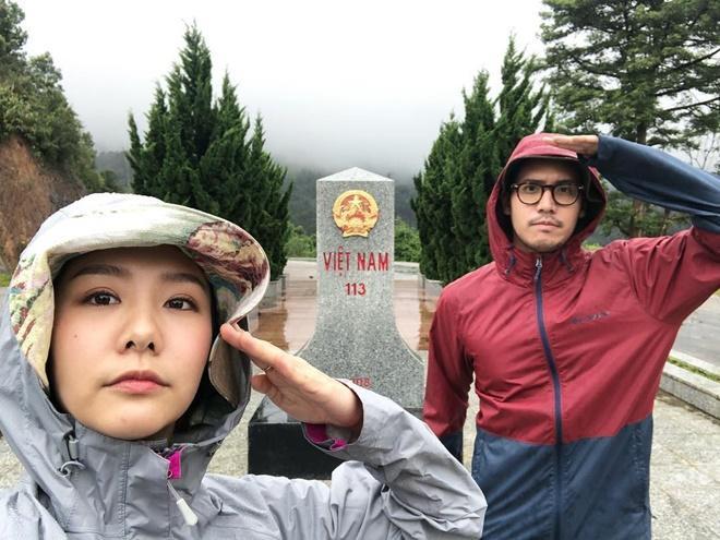 Toey Jarinporn đang thưởng ngoạn cảnh sắc hùng vĩ của miền Tây Bắc, Việt Nam.