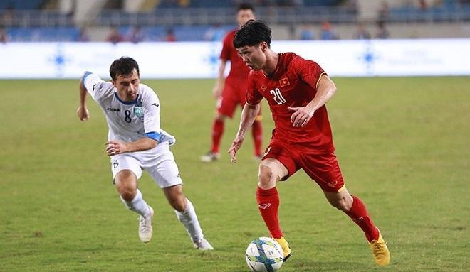 U23 Việt Nam gặp khó khăn trước lối đá áp sát bên phía U23 Uzbekistan. Ảnh: Vietnamnet.vn.