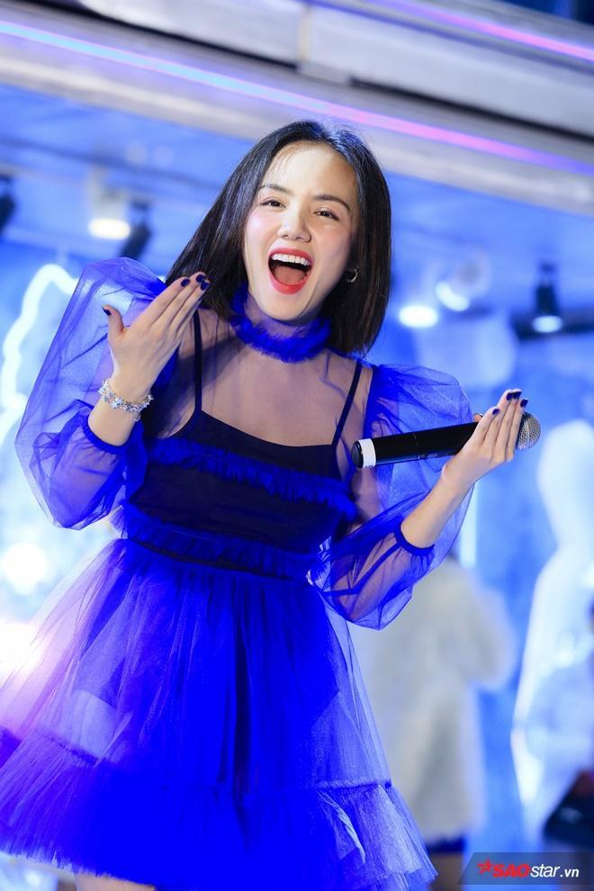 Sự dễ thương của Phương Ly cũng làm người hâm mộ vô cùng thích thú.