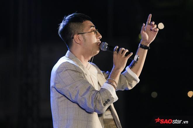 Only C không quên gửi lời cảm ơn tới khán giả Hà Nội đã dành tình cảm đến anh cũng như những nghệ sĩ có mặt trong chương trình.