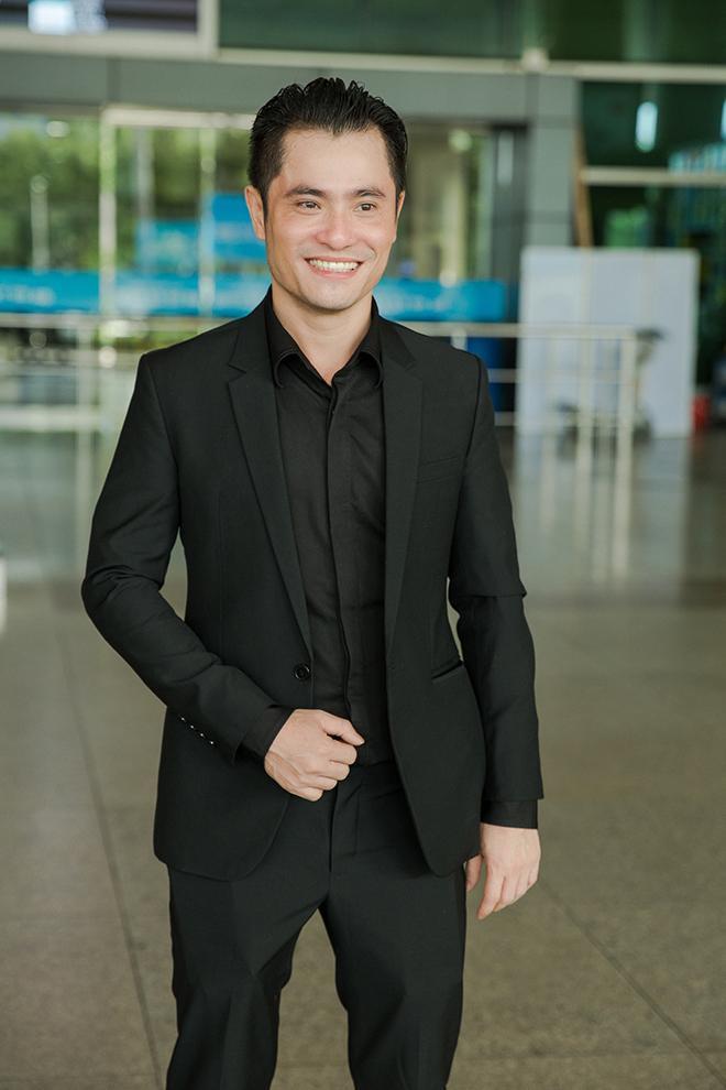 Nhà thiết kế Nhật Dũng cũng có mặt ở sân bay đển tiếp đón Maria Mogsolova. Trong những ngày Maria Mogsolova lưu lại ở Việt Nam, anh sẽ đảm nhận vai trò thiết kế trang phục đển khách mời tham dự đêm chung kết Hoa hậu Việt Nam và một số sự kiện giải trí trong nước.