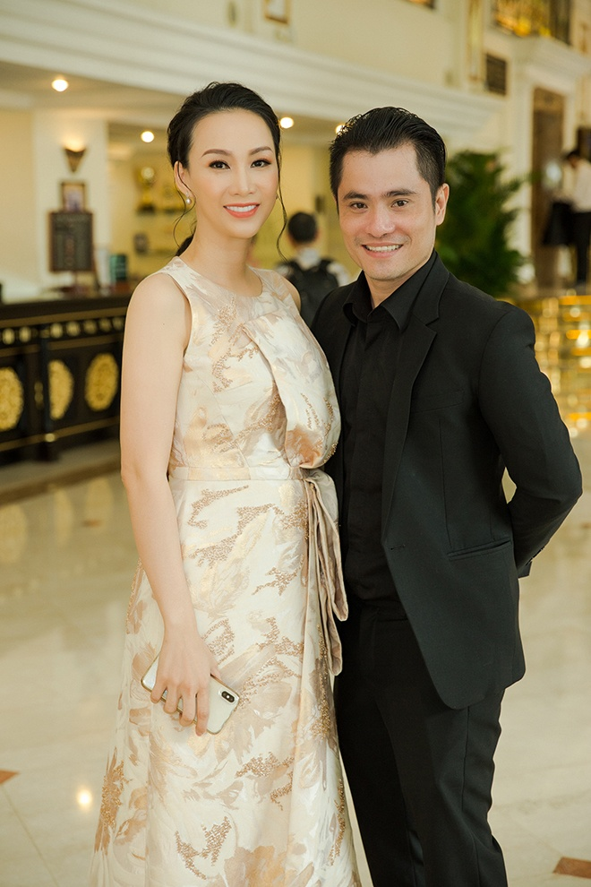 Hoa hậu Paris Vũ chụp hình kỉ niệm bên người bạn thân thiết là NTK Nhật Dũng