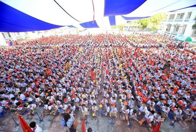 Năm học này, trường tiểu học Chu Văn An có 1.100 học sinh lớp 1.