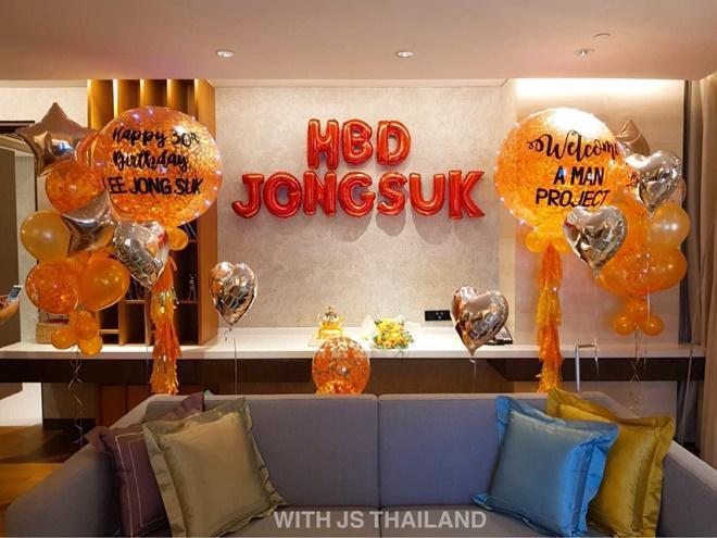 Món quà bất ngờ fan Thái dành cho Lee Jong Suk.