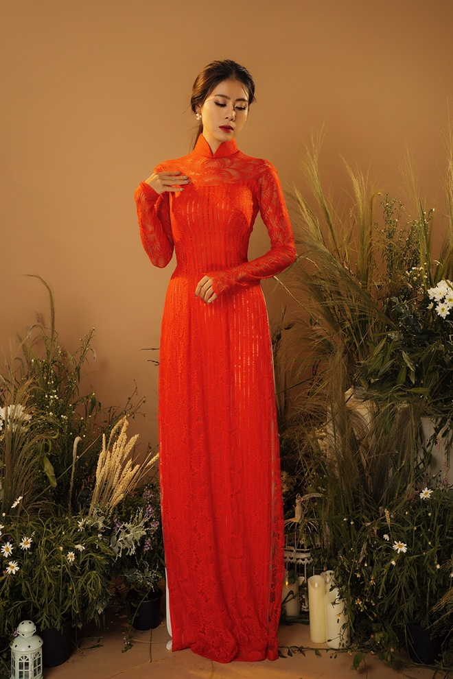 """Nàng """"Nam phi"""" đã nhận nhiều lời khen khi biểu cảm, thần thái của cô cũng được thay đổi theo hướng dịu dàng, nhã nhặn phù hợp với bộ trang phục."""