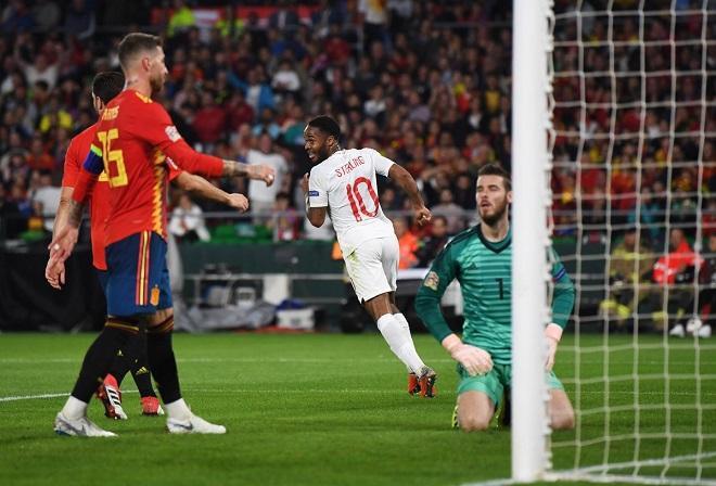 Sterling ghi 2 bàn thắng vào lưới ĐT Tây Ban Nha giúp ĐT Anh giành thắng lội 3-2.