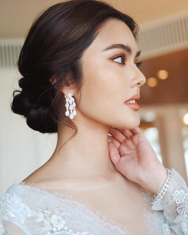 Ngày 14/10 vừa qua, đám cưới của nữ ca sĩ Piraya Singha (23 tuổi, Thái Lan) đã diễn ra tại quê nhà.
