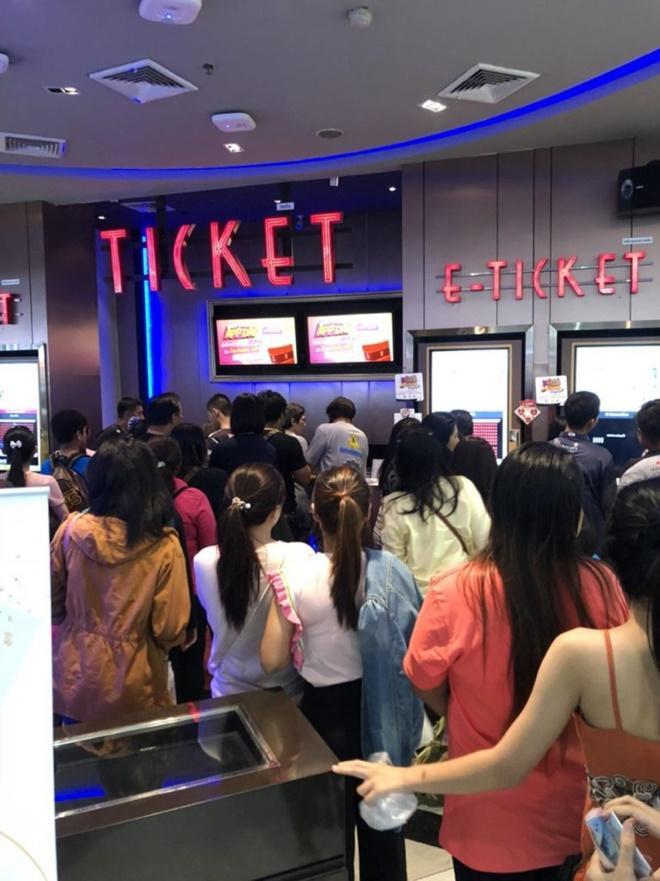 'Nữ thần rắn 2' thu về 145 tỷ đồng sau 2 ngày, hàng người đợi mua vé xếp dài như toa tàu ảnh 6