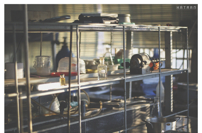 Đến cả lọ hóa chất trong phòng thí nghiệm lên hình cũng xinh xắn không kém