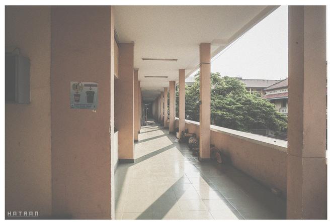 Hàng lang một chiều đầy nắng