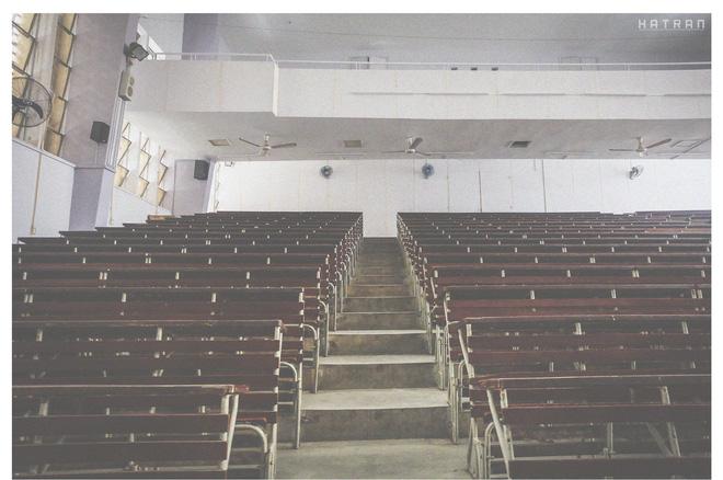Giảng đường cũ với những hàng ghế quen thuộc với bao nhiêu đời sinh viên