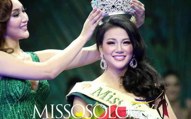 Nguyễn Phương Khánh trong khoảnh khắc đăng quang Miss Earth 2018.