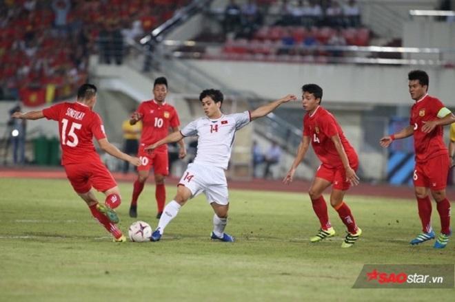 Thành công của bóng đá trẻ Việt Nam giúp AFF Cup tăng thêm sức hút. Ảnh: LT