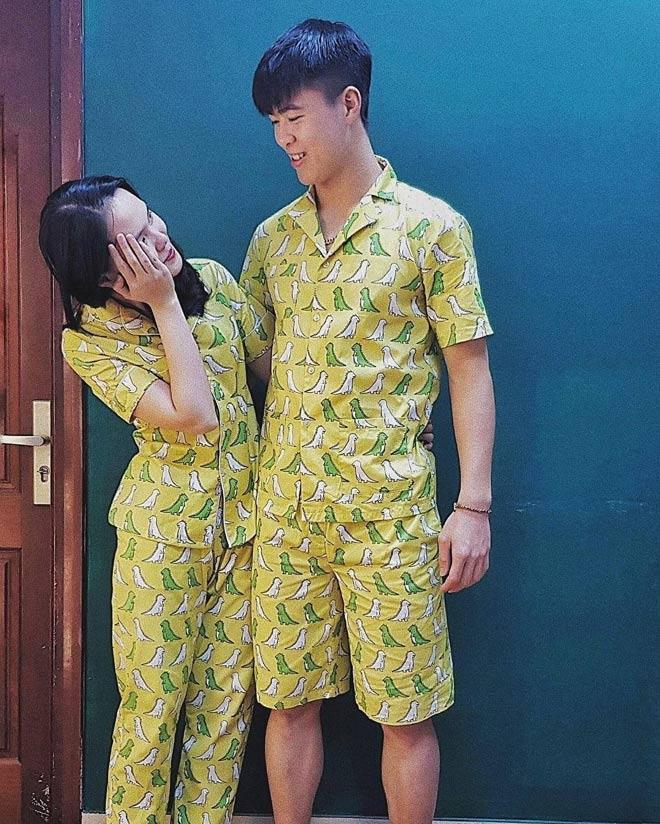 Em vợ của cầu thủ Văn Quyết cũng là ái nữ thứ 2 của ông Nguyễn Giang Đông - cựu chủ tịch CLB Sài Gòn FC tiết lộ Duy Mạnh có sự tinh tế, lịch sự, đặc biệt là rất cưng chiều bạn gái.