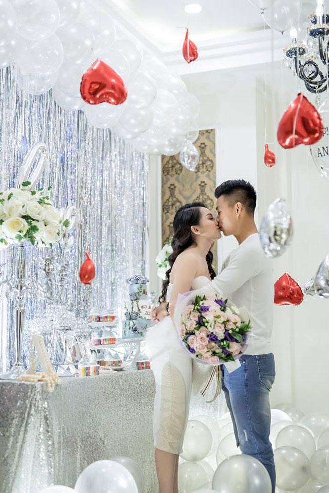 """Cặp đôi """"trai tài gái sắc"""" Vũ Văn Thanh - Phùng Bảo Trân cũng chiếm trọn tình cảm của người hâm mộ."""