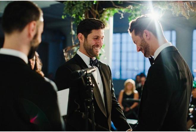 Giây phút chủ hôn tuyên bố cả hai chính thức thuộc về nhau