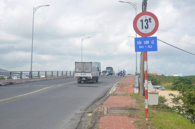Khu vực cầu Cẩm Lệ ngày nay, nơi 2 tên không tặc tử vong khi lao từ không trung ra khỏi máy bay
