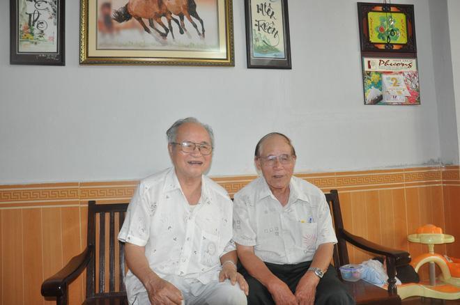 Ông Nam Hà (trái), một trong những chỉ huy điều tra vụ không tặc