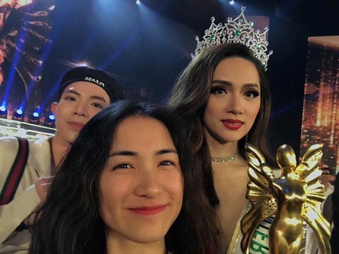 Cùng Erik chứng kiến giây phút đăng quang của Hương Giang với ngôi vị Hoa hậu Chuyển giới Quốc tế 2018.
