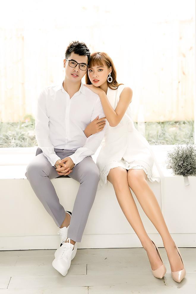 Cổ áo notch lapel luôn được khai thác triệt để trong việc sáng tạo phong cách mới cho phái đẹp và không loại trừ thời trang cưới.