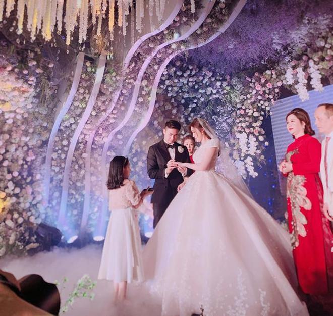 Khung cảnh đám cưới xa hoa của cặp đôi