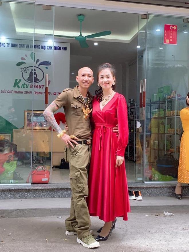 Vợ chồng ca sĩ Phú Lê.