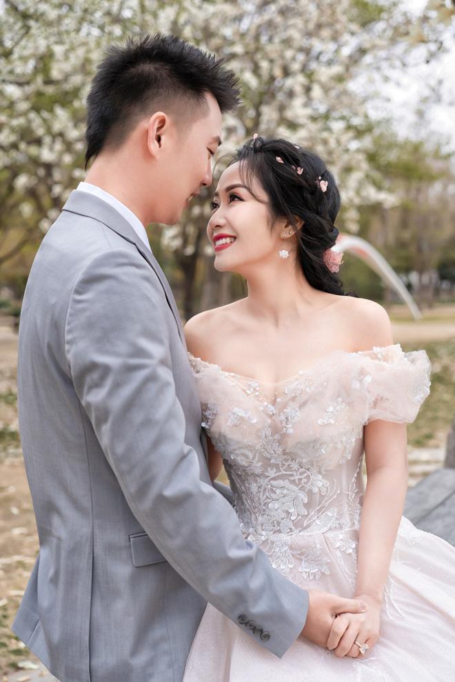 Bộ ảnh kỷ niệm ngày cưới như những kỷ niệm đẹp nhất mà cả hai đã từng trải qua cùng nhau trong suốt thời gian vừa qua.