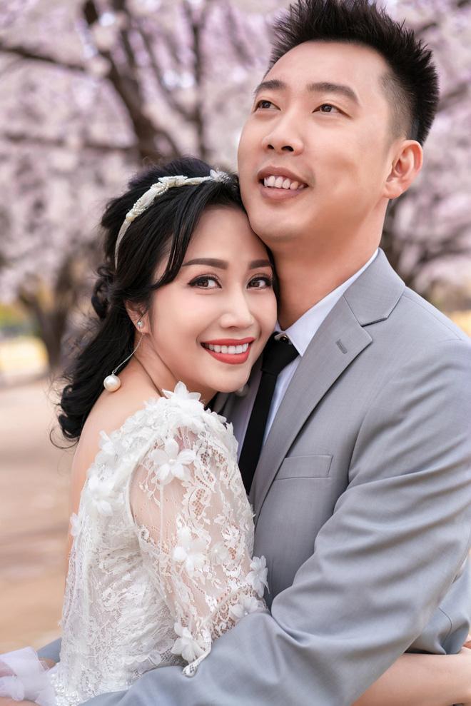 Trọn vẹn bộ ảnh kỷ niệm 11 năm kết hôn tình bể bình của vợ chồng Ốc Thanh Vân ảnh 2