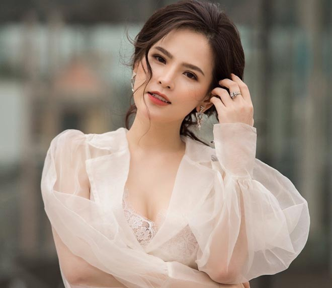 Hot girl Mì Gõ – Phi Huyền Trang