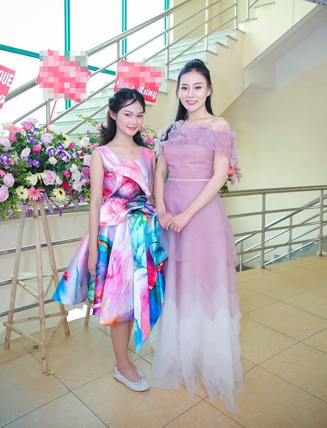 Mẫu nhí nổi tiếng Hà Thiên Trang bên Phương Oanh